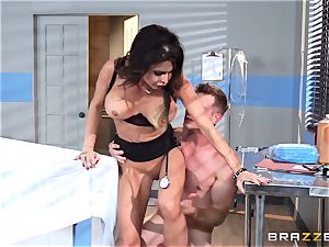 fleshy physician Jessica Jaymes relaxes her pulsating patient