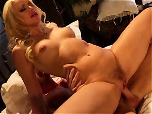 Anikka Albrite spooned in her jiggly muff