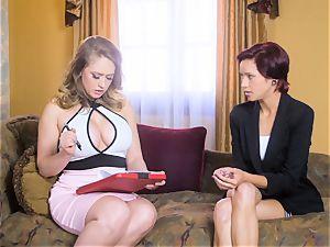 Kagney Linn Karter likes seducing her fresh secretary