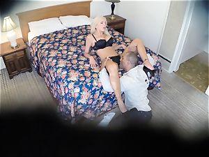 kinky Nina Elle smashes her boy at the motel