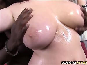 Felicia Clover's poon gets pulverized by hefty black fuck-stick