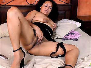 LatinChili super-fucking-hot brazilian Matures Solo Compilation