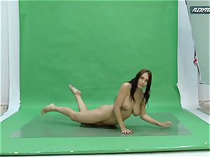 thick tits Nicole on the green screen stretching