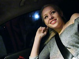 uber-cute Lola Taylor gets sugary-sweet boning on the back seat