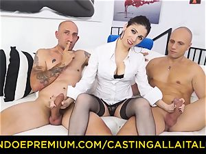 casting ALLA ITALIANA - super hot mummy has dual ass fucking fun