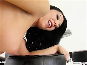 Chiara gets herself off by masturbating with frigs