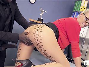 booties BUERO - cougar Lana Vegas in bi-racial office fuck-a-thon