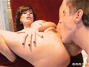 luscious milf Lisa Ann is princess of sensational smashing