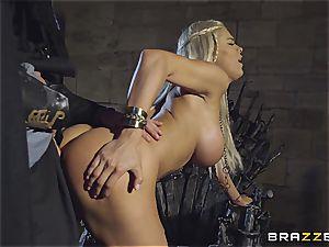 Daenerys Targaryen gets romped by Jon Snow on the iron Throne