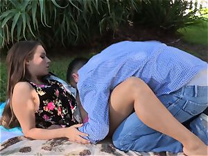 Facade Sn 4 go on a red-hot picnic with sexy Cassidy Klein