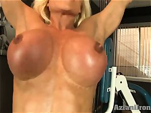 wondrous sport platinum-blonde works out and flashes her pubes