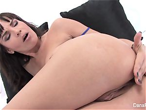 sex industry star Dana spreads her pooper with a fat fucktoy