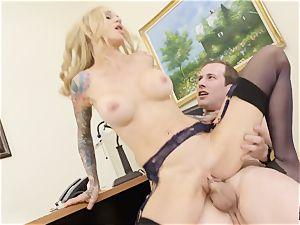 slit inserting the boss Sarah Jessie