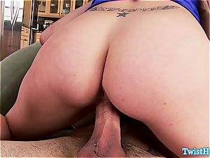 frisky Anna Morna pulverizes him in the kitchen and gets a facial