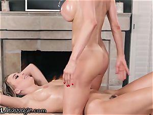 Alexis Fawx makes Natalia Starr cum from Thai rubdown