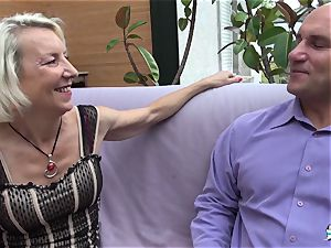 La Cochonne - French mature gets her arse hole gaped